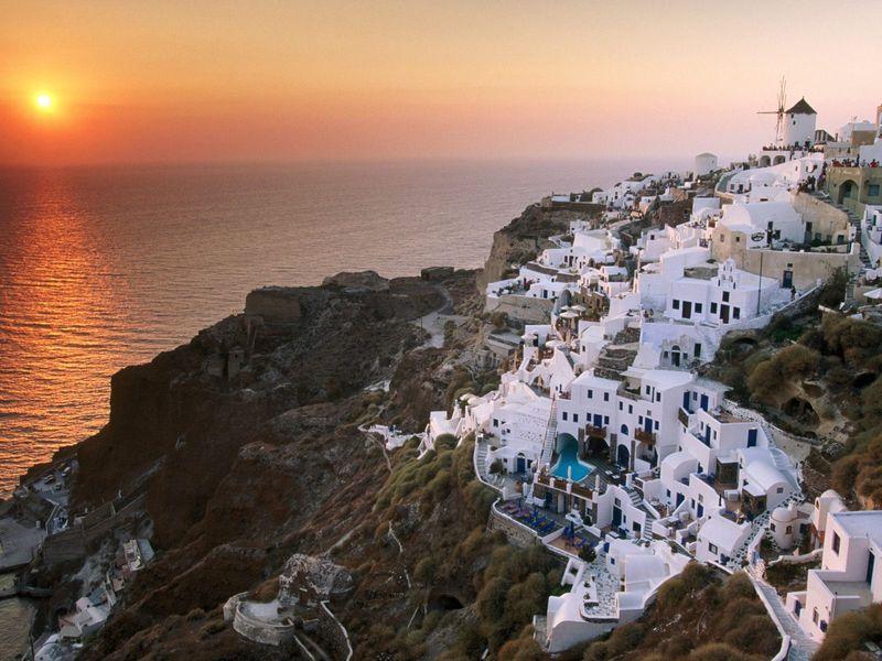 Sunset_on_the_Island_of_Santorini_Greece